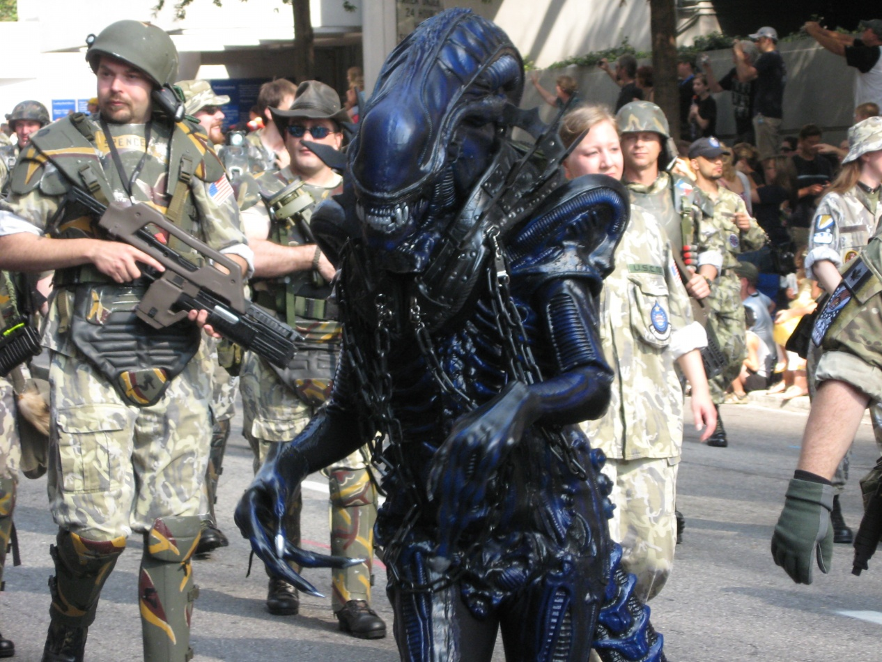 Colonial marines with and alien from Aliens & Orion Battle Cruiser » Dragon*con 2011 Costume Parade Photos